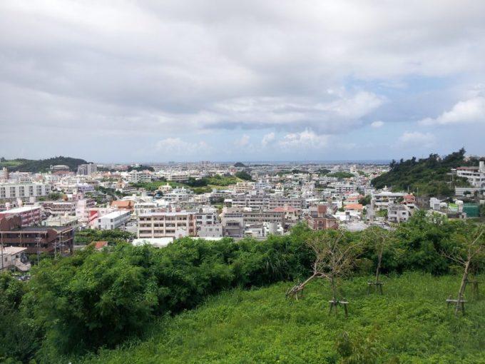 旧海軍司令部壕の丘の上からの眺め