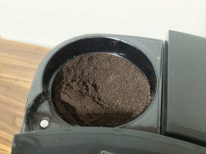 電動ミルでコーヒー豆を挽いた直後