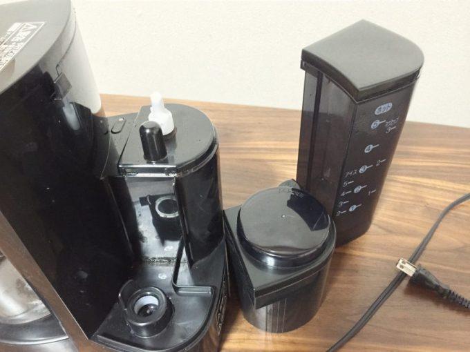 panasonic、コーヒーメーカー(NC-s35p)水を入れる部分と豆を入れる部分を取り外した状態