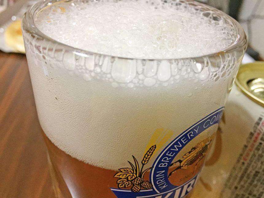 キリン零イチの泡アップ。海外のビールと同じ製法に比べやはり泡が荒い