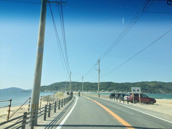 志賀島へ続く海の間の道