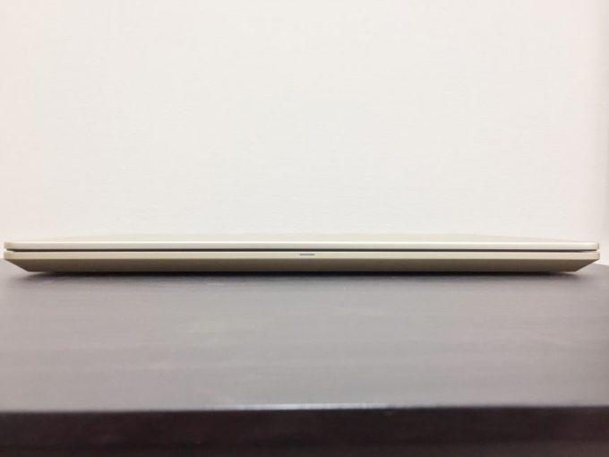 薄さが際立つvostro15 5000(5568)の正面の厚み