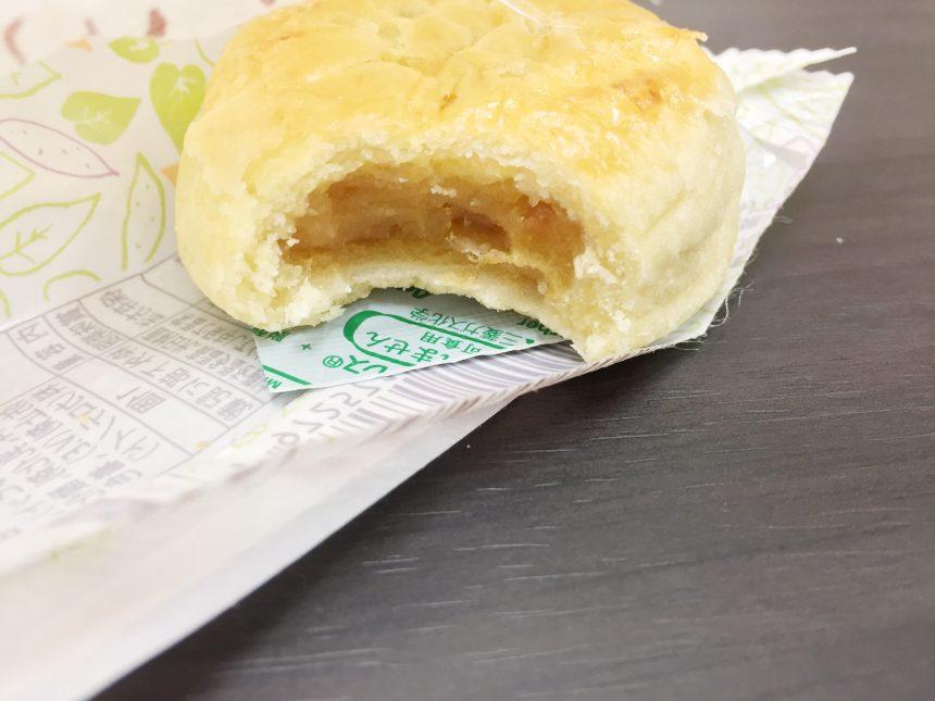 かじった安納芋パイ。中は安納芋のあんがしっかり。