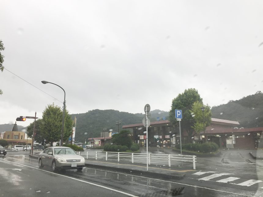 山口駅。あいにくの雨模様
