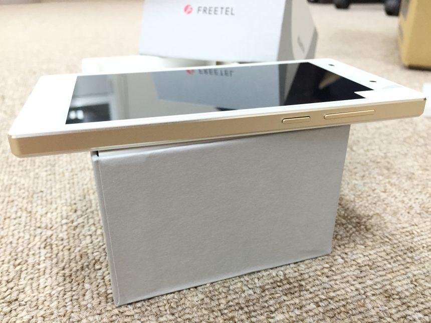 freetel,SAMURAI雅の側面(ゴールド)