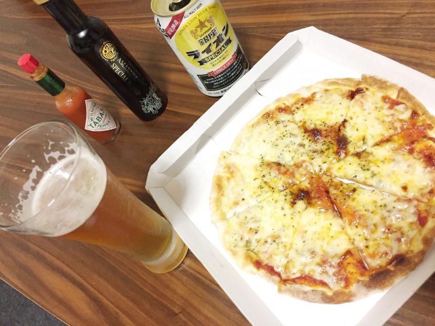 ピザと並べた銀座ライオンビール