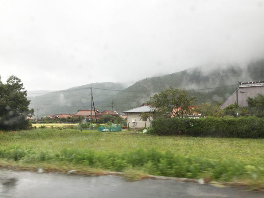 のどかな風景。山口県は赤屋根瓦の家が目立つ。