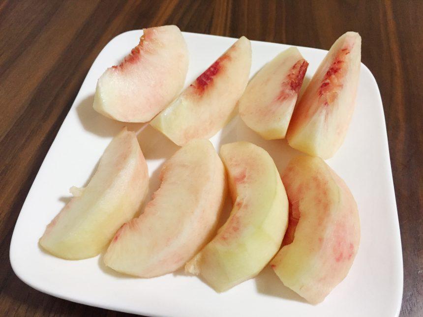 りんごのように切った桃