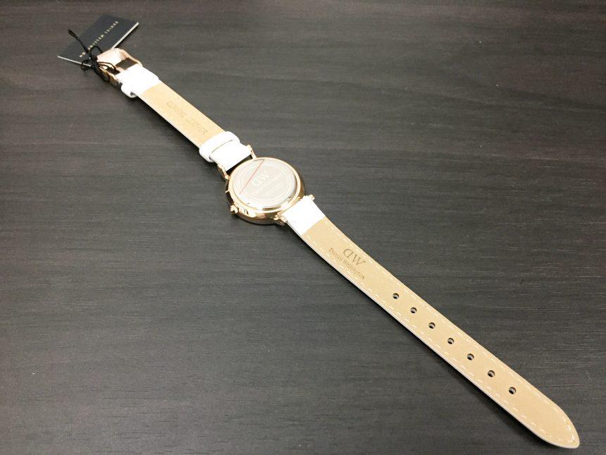 ダニエルウェリントン、プチBONDIの腕時計全景(背面)