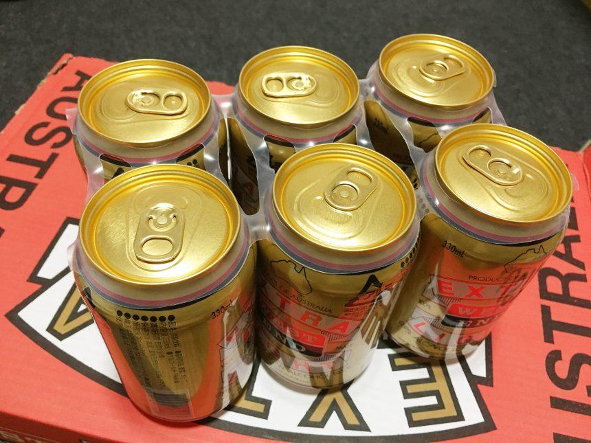 日本のビールなどでは見かけない、プラスチック製の6缶をまとめるバンド