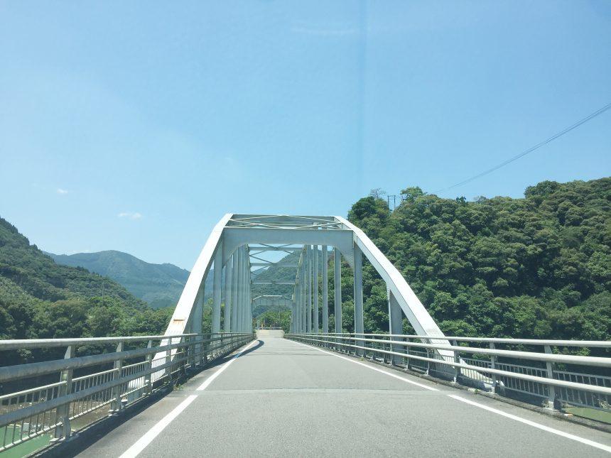 西米良村への道路へかかる橋