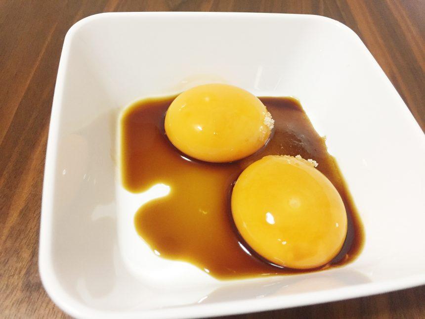 卵黄に醤油をかけたツケダレ