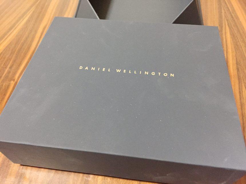 箱を開けると、さらにダニエルウェリントの文字が書かれた箱