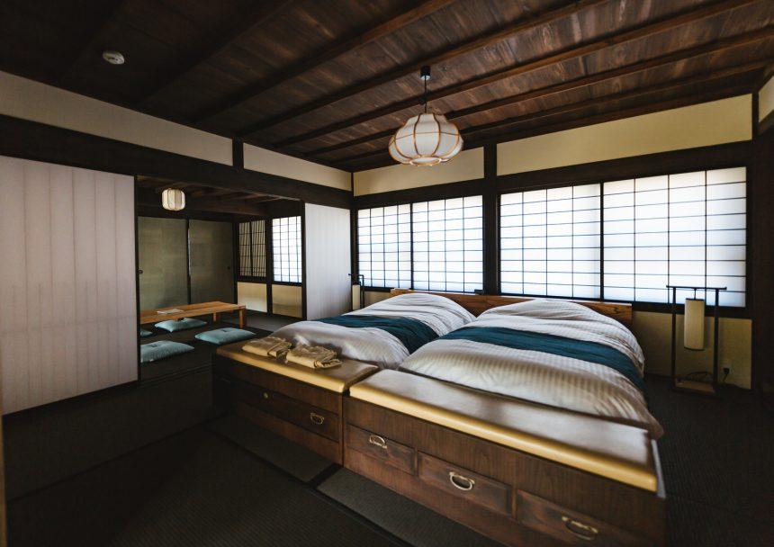 飫肥、季楽の寝室。古民家がいい味だしてるね。
