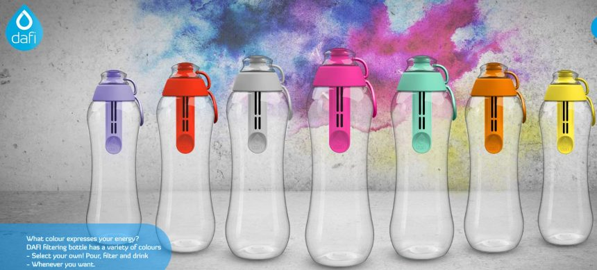 DAFI公式ホームページの携帯浄水ボトルのページ。カラフルなボトルが並んでいる