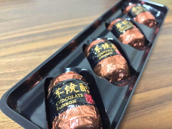並んだ樽型の芋焼酎チョコレート