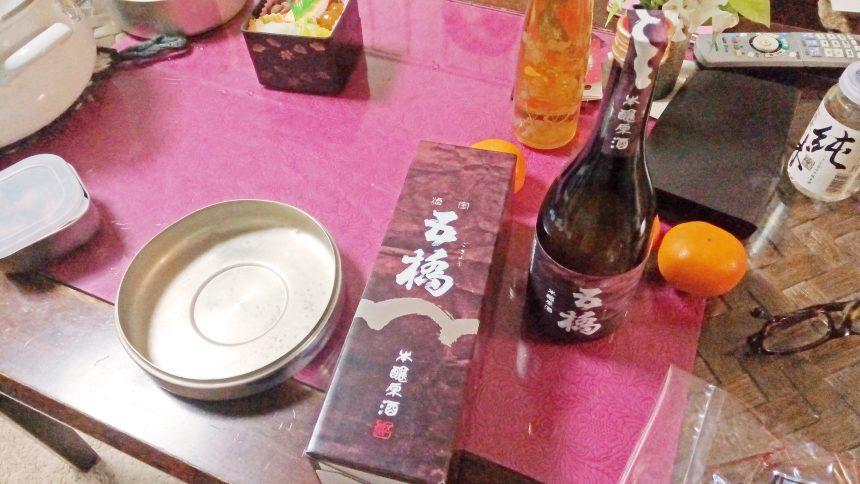 テーブルにのせられた山口県の日本酒「五橋