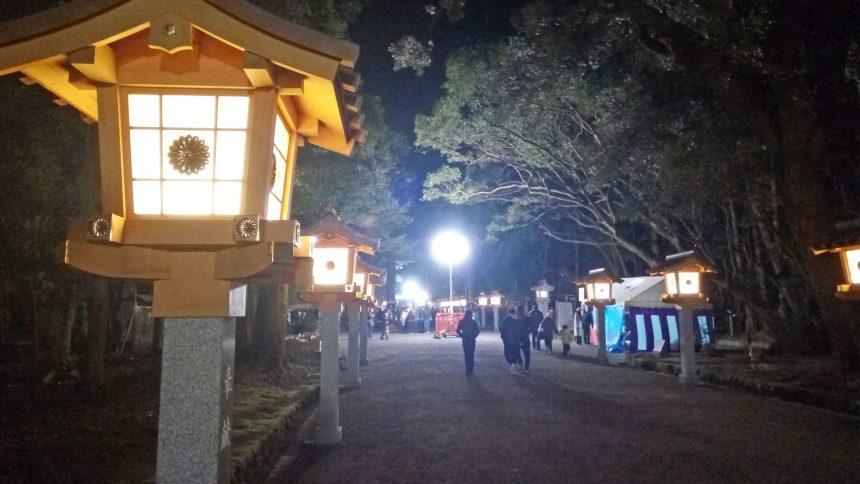 元旦3時くらいの宮崎神宮参道