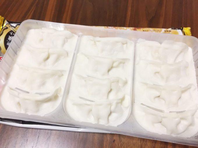 凍った羽根つき餃子