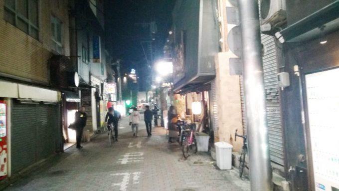 宮崎市にあるちゃが商店の前の通り