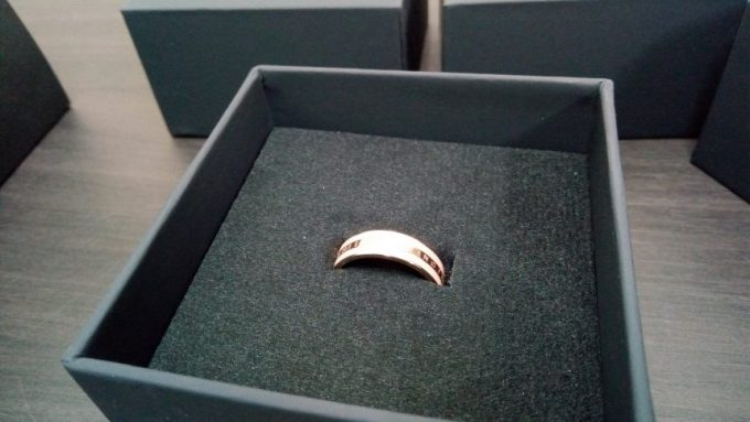 ピンクとゴールドのリング