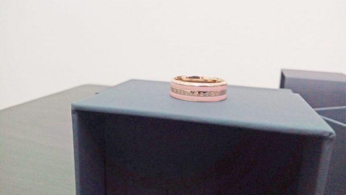 ピンクのラインがかわいいダニエルウェリントンのリング