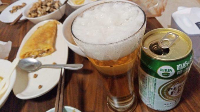 グラスに注いだパーフェクトフリーノンアルコールビール