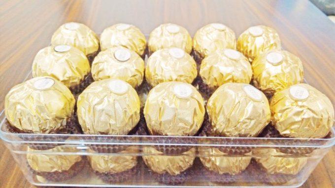黄金に輝くフェレロロシェ。パッケージもかわいらしい。