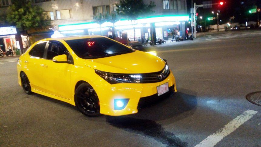 フルスモークのタクシー