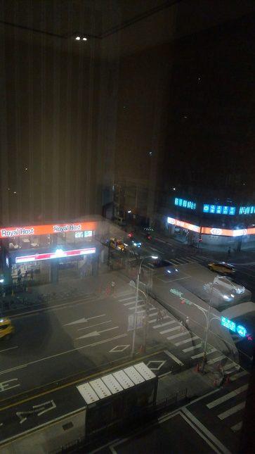 レオフーホテル(六福客棧)客室からの眺め。ロイヤルホストとモスが見えるw