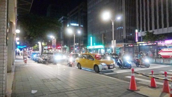 レオフーホテル(六福客棧)前の道路