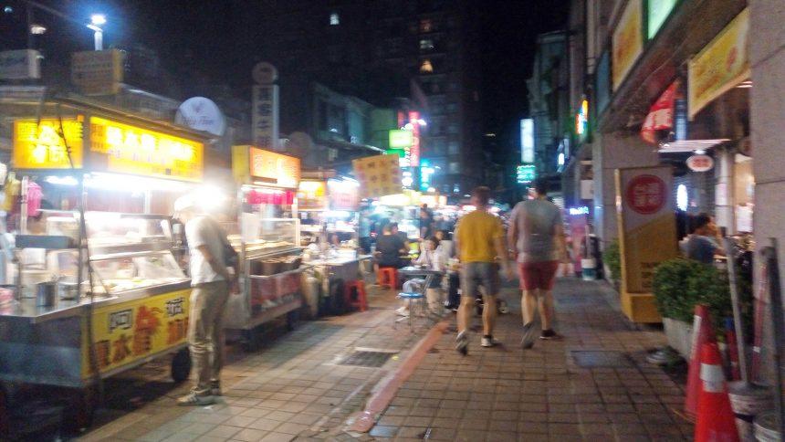 雙城街夜市(そうじょうがいよいち)、並ぶ屋台。
