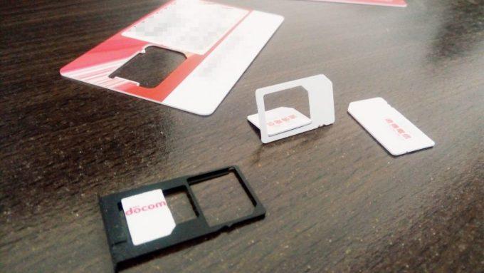 SIMカードはnanoSIMとmicroSIMに切り分けれるようになっている