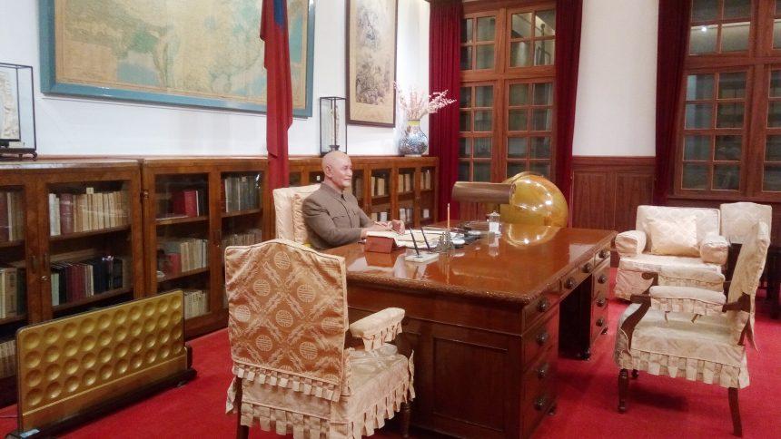 蒋介石と執務室を再現した部屋