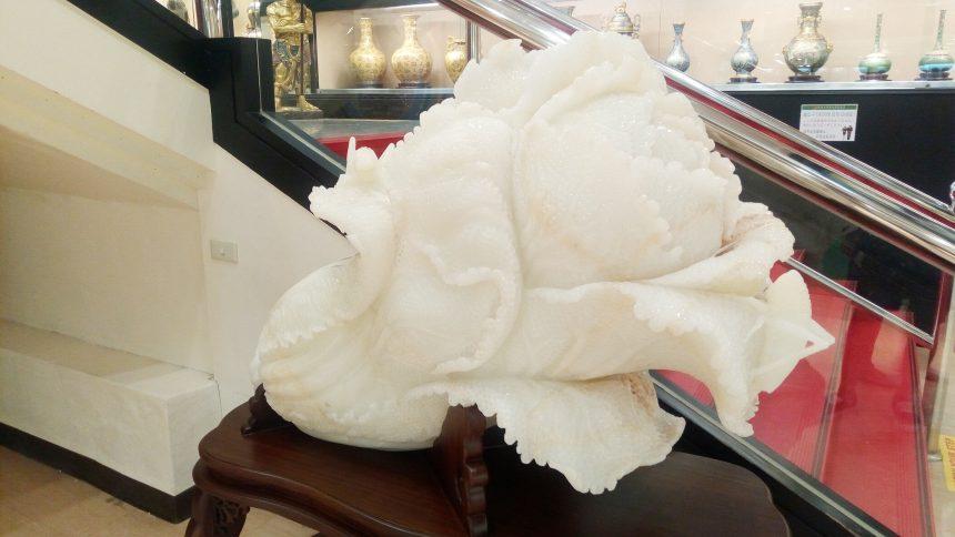 超巨大な白菜の形?をした天然石。ヒスイではないよねぇ