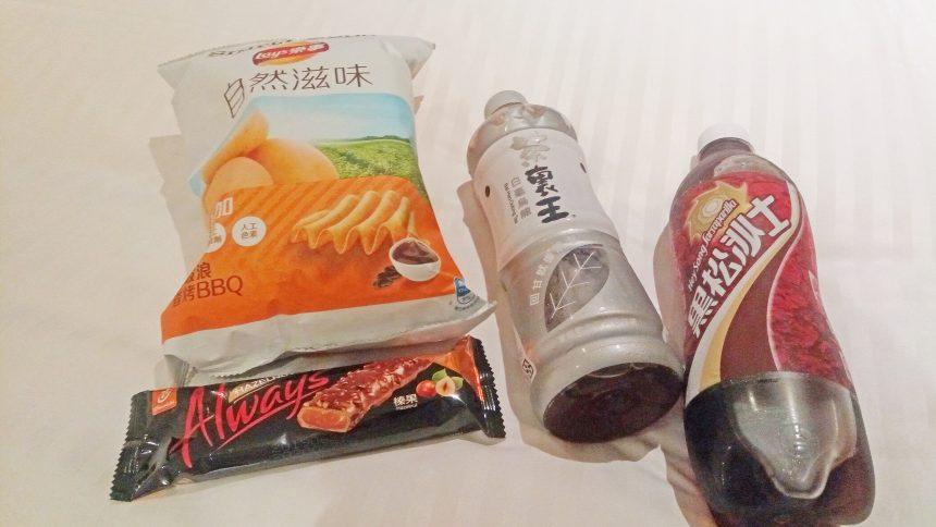 スナック・チョコレート・甘い烏龍茶・黒松沙士(ルートビア)