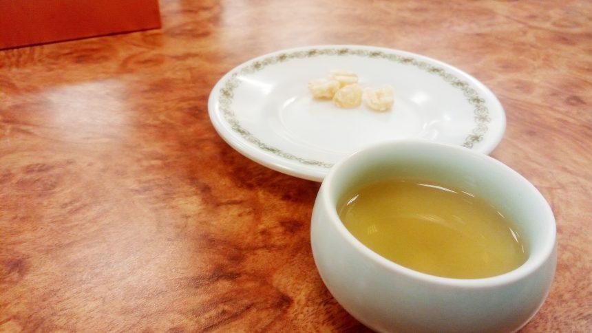 蓮の実のおかしとプーアル茶