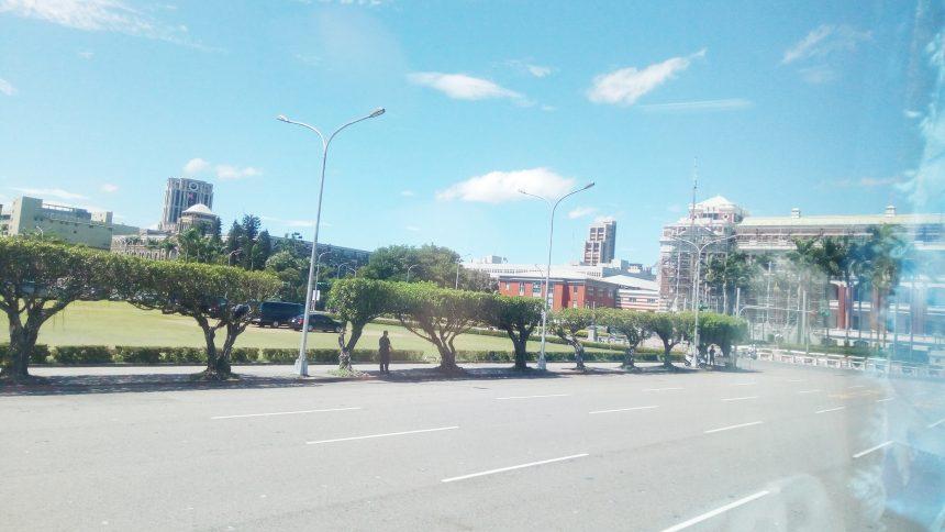 車窓から見える台湾総督府