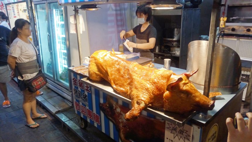 豚の丸焼きがガチ。