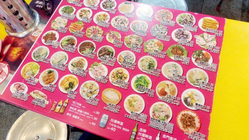 テーブルがメニューになっているお店。日本語表記ありで注文しやすい
