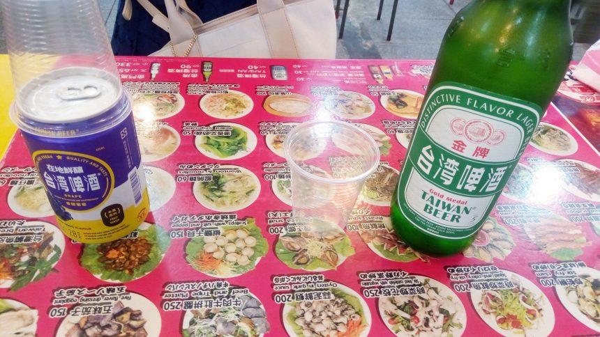 まずはかけつけ一杯台湾ビールとフルーツビール