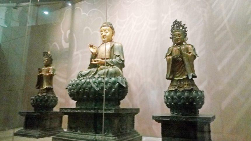大きめの仏像
