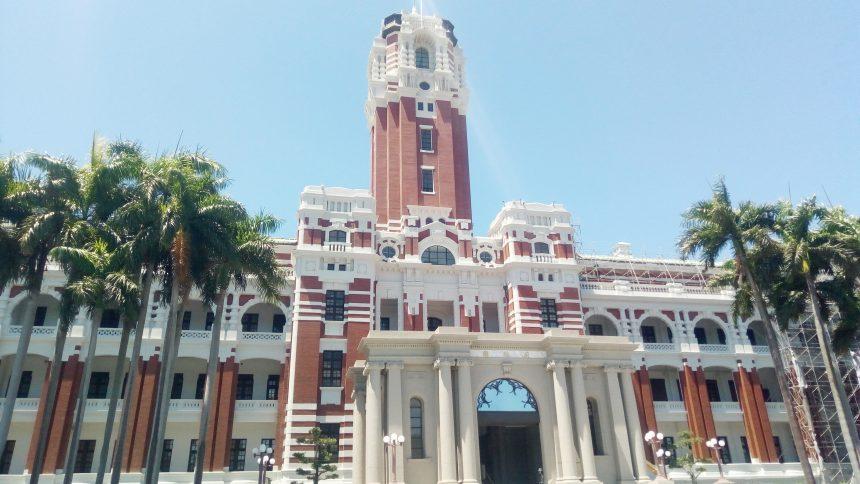 台湾総統府中央の塔のアップ
