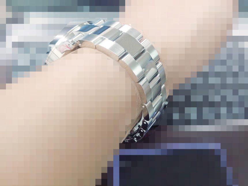 腕時計を付けてみた状態